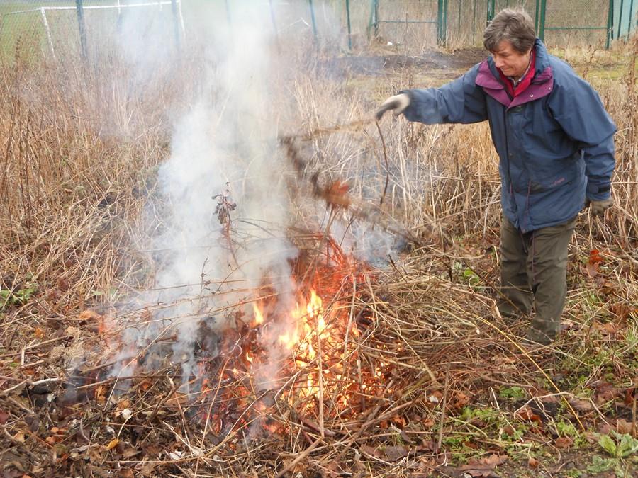 Building up the bonfire 2014